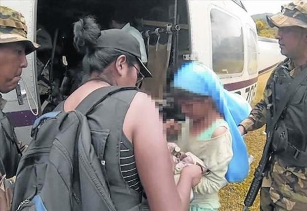 Liberada.La niña, tras ser rescatada de su secuestro en la selva boliviana.