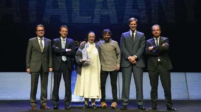Llegada de personalidades al premio Català de l'Any' (2014) en el TNC.
