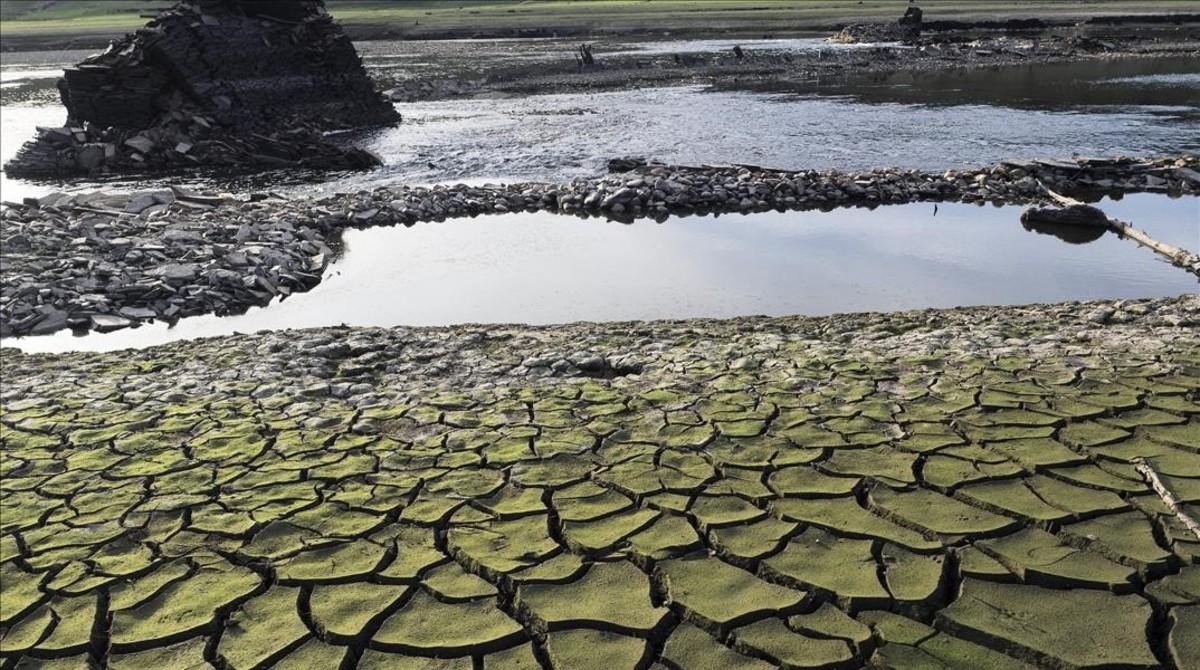 Embalse de Belesar, a los pies del río Miño (Lugo), el pasado septiembre, antes de las lluvias.