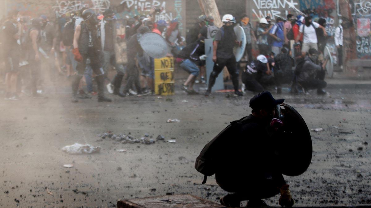 Los heridos por perdigones en las protestas de Chile no disminuyen, pese a que se ha restringido su uso.
