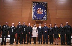 El ministro del Interior, Fernando Grande-Marlaska,y la secretaria de Estado de Seguridad, Ana Botella, con los nuevos jefes policiales que hanjurado hoy sus cargos.