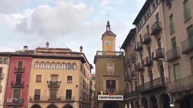Mensaje independentista difundido por megafonía desde el Ayuntamiento deVic, cada día a las ocho de la tarde.