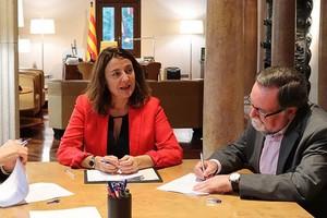 Mercè Conesa, presidenta de la Diputació de Barcelona, y Francesc Juzgado, alcalde Parets.