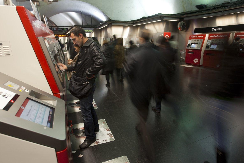"""Calvet considera """"populista"""" la congelació de tarifes del transport públic"""