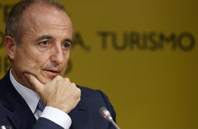 El Ministre dIndústria, Miguel Sebastián, en roda de premsa, el 24 doctubre.