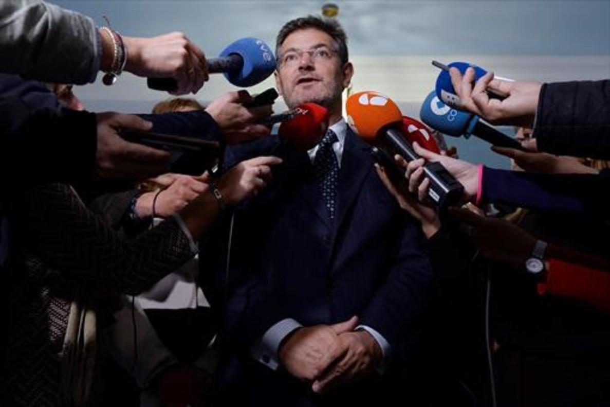 El ministro de Justicia, Rafael Catalá, atiende a la prensa el pasado mes de diciembre.