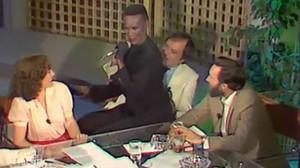 Momento en el que Grace Jones eligió a Villarejo para bailar.