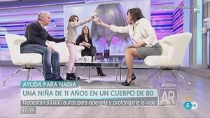 Nadia Nerea y sus padres con Ana Rosa Quintanaen noviembre de 2016, poco antes de que fueran detenidos por estafa.