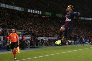 Neymar, la gran estrella del PSG, celebra el segundo gol de su equipo ante el Lille.