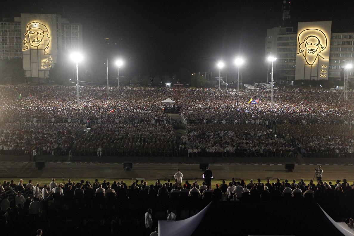 Panorámica de la plaza de la Revolución, durante la ceremonia de despedida de Fidel Castro.