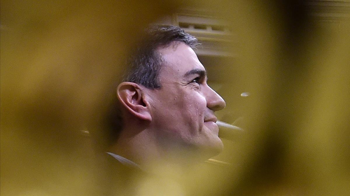 Pedro Sánchez, sonriente, tras conocer el resultado de la votación.