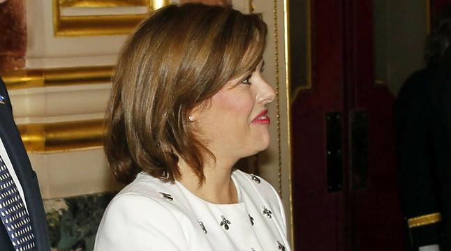 La vicepresidenta del Govern, Soraya Sáenz de Santamaría, saluda els nous reis, Felip i Letizia, aquest dijous, després de la proclamació de Felip VI.