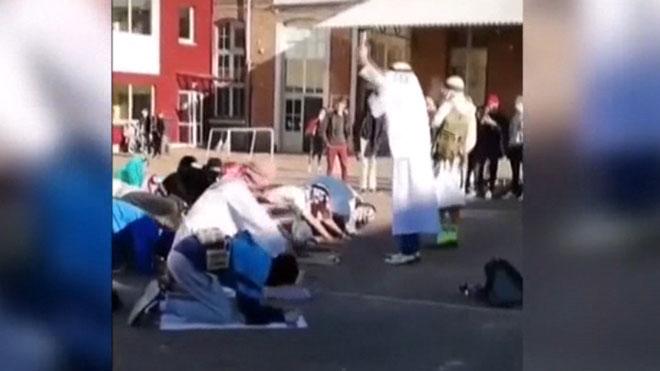 Polémica en Bélgica por el vídeo de niños con disfraz de musulmán con explosivos.