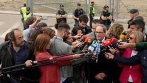 El president Torra atendiendo a los medios tras su visita a Estremera.