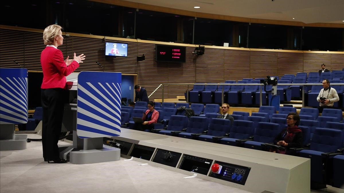 La presidenta de la Comisión Europea, Ursula von der Leyen, durante una reuda de prensa este jueves en Bruselas.