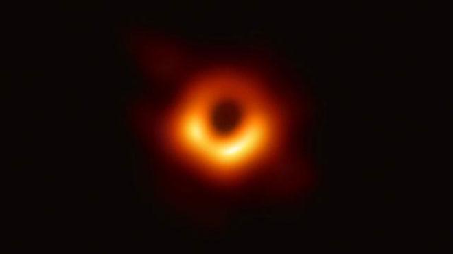 Así es la primera imagen de un agujero negro
