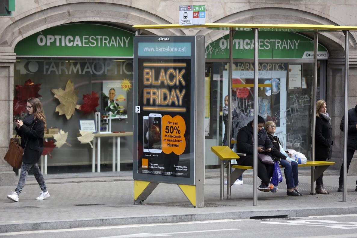 Publicidad del Black Friday en una calle de Barcelona.