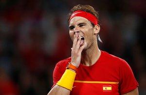 Rafa Nadal lamenta un error en la ATP Cup.