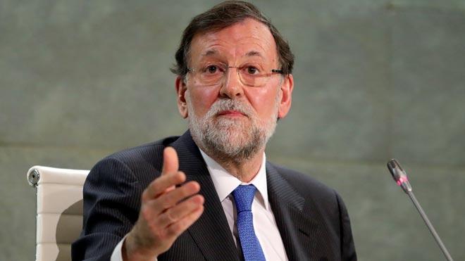 """Rajoy pide al PP y al PSOE ir """"de la mano"""" en temas como la unidad de España"""