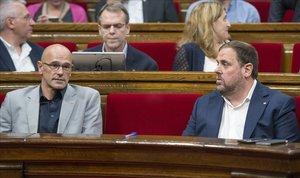 Raül Romeva y Oriol Junqueras, en el Parlament en julio del 2017.
