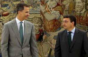 El Rey y Aitor Esteban, portavoz del PNV, este miércoles en la Zarzuela.