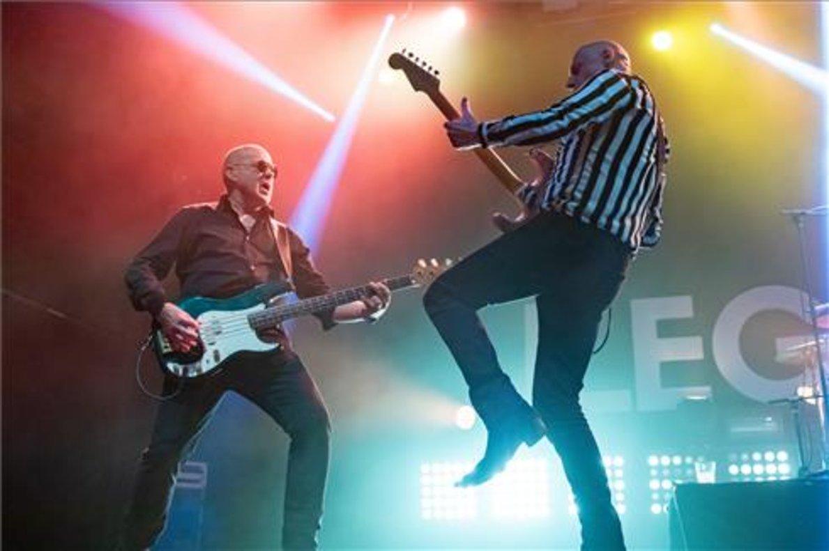 El grupo de rock Ilegales durante su concierto el pasado viernes en la sala Razzmatazz de Barcelona.