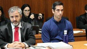 Rodrigo Lanza, junto a su abogado, este martes.