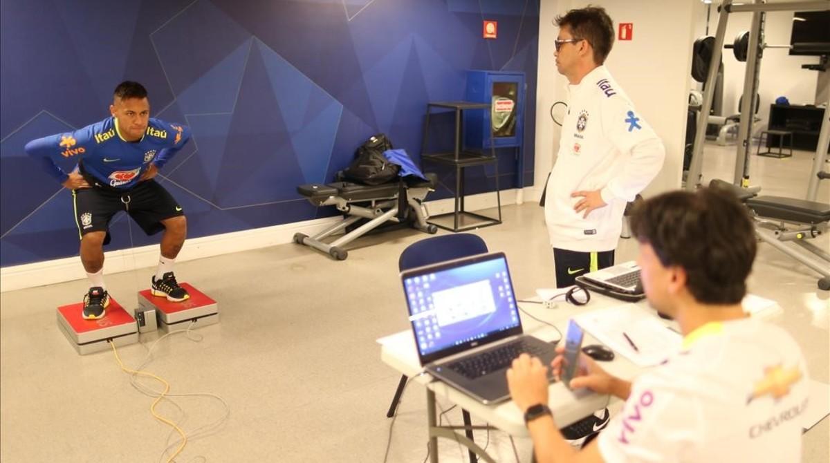 Neymar, en una sesión de ejercicios en Teresópolis.