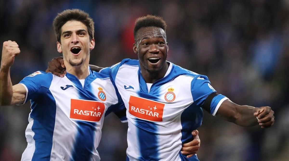 Gerard Moreno y Caicedo celebran el gol del ecuatoriano ante el Sporting.