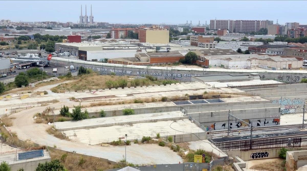 Vista aérea de las obras de La Sagrera desde la calle de Segre.