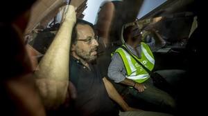 Sandro Rosell sale detenido de su domicilio de Barcelona, el pasado 23 de mayo.