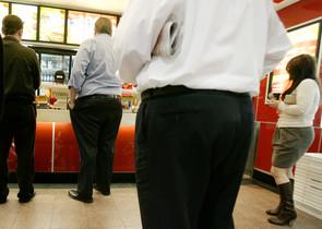 Segons lestudi, 1.600 milions dadults a tot el món tenen diversos quilos de sobrepès.