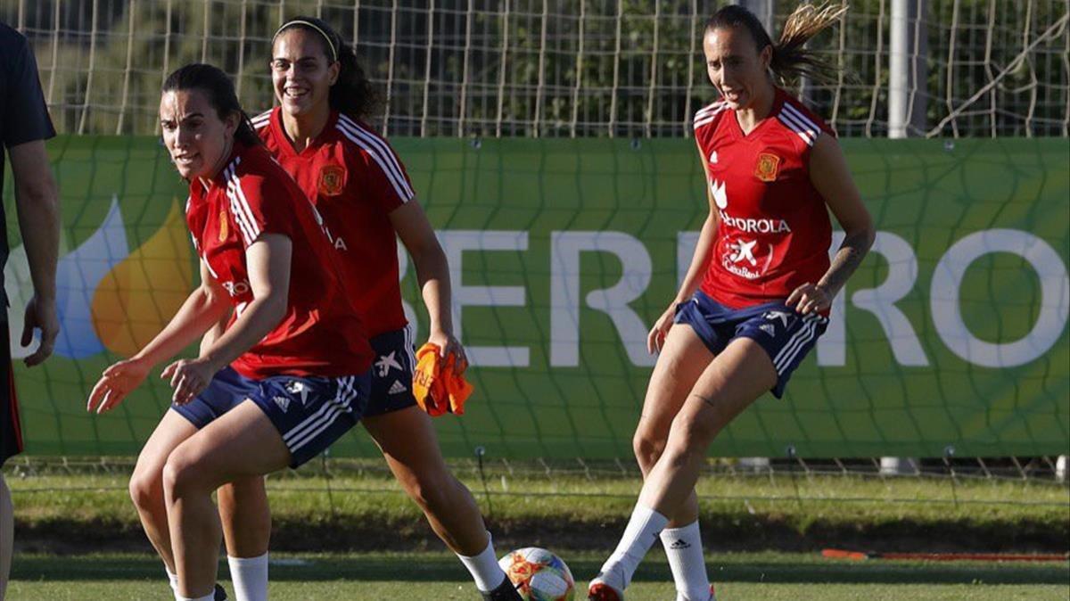 Integrantes de la selección española femenina, entrenando en Las Rozas