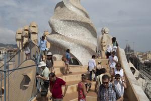 Turistas en La Pedrera, en Barcelona.