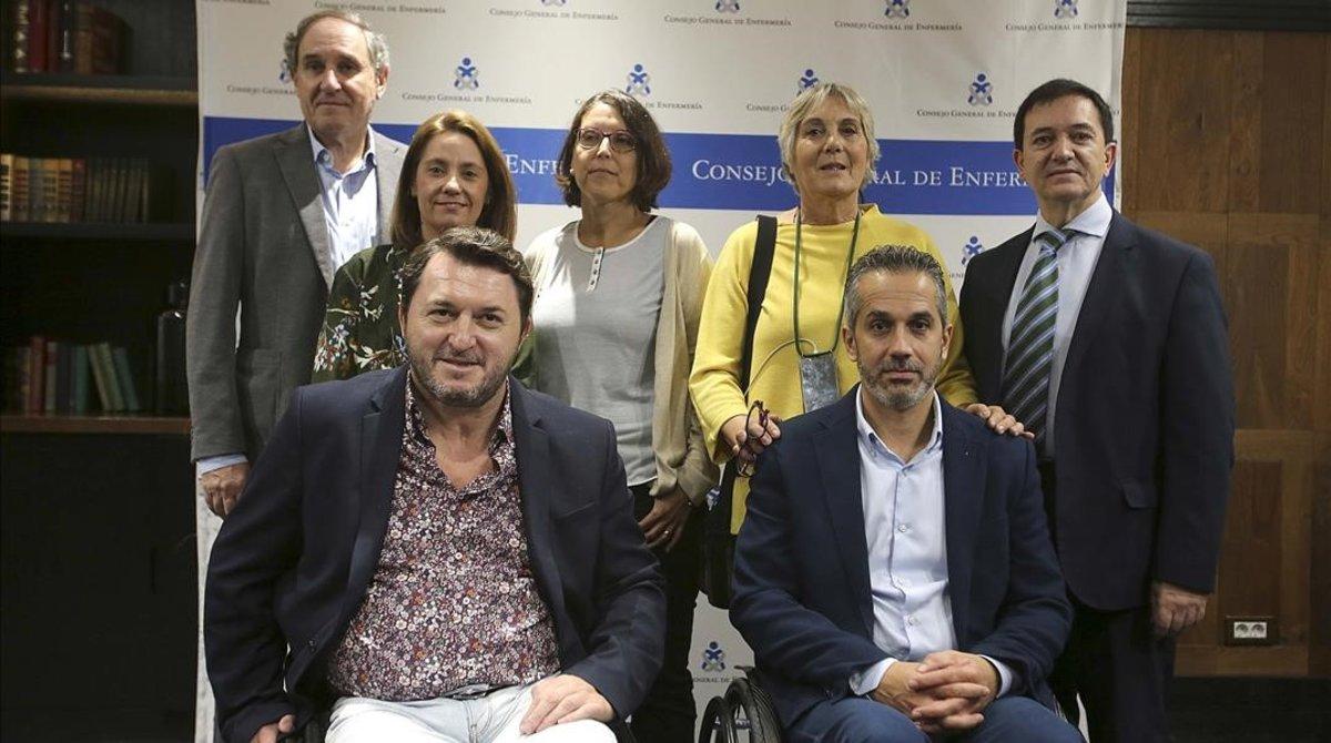 Varios pacientes y representantes de colectivos con incontinencia fecal.