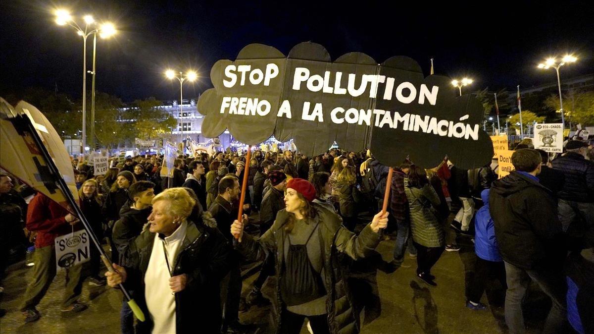 Variada i pacífica protesta verda a Madrid