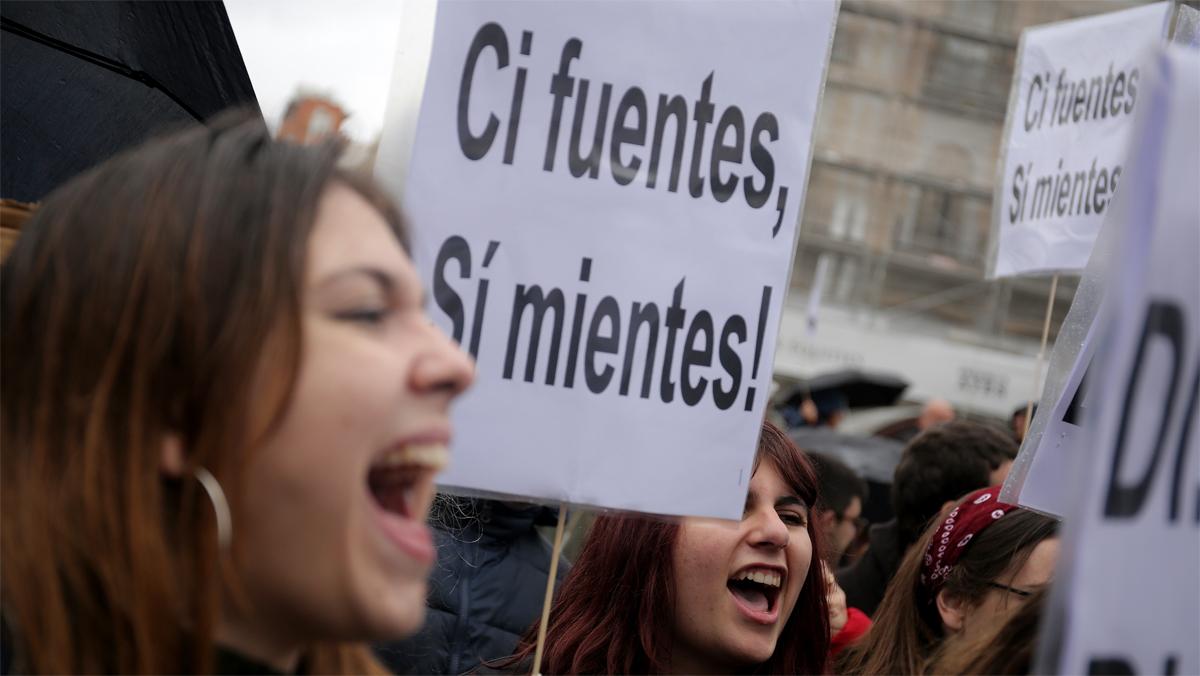 Concentracion en protesta por el caso del master de Cristina Cifuentes , en la Puerta del Sol.