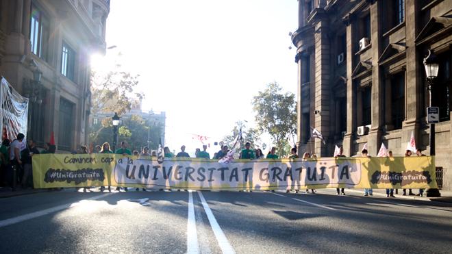 Universitarios cortan la Via Laietana para reclamar la 'universidad gratuita'