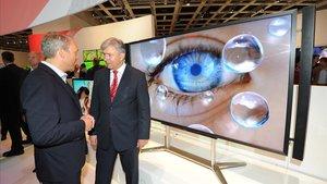 Presentación de un televisor con tecnología ultra alta definición (UHD) en la feria de la electrónica de Berlín.