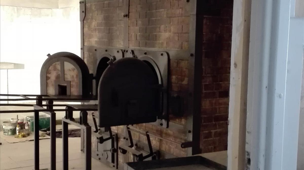 El decorado de El fotógrafo de Mauthausen que reproduce con exactitud los hornos crematorios del campo.