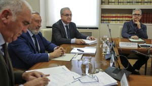 La reunión de concejales de vivienda de los ayuntamientos del cambio con el secretario de Estado Julio Gómez-Pomar