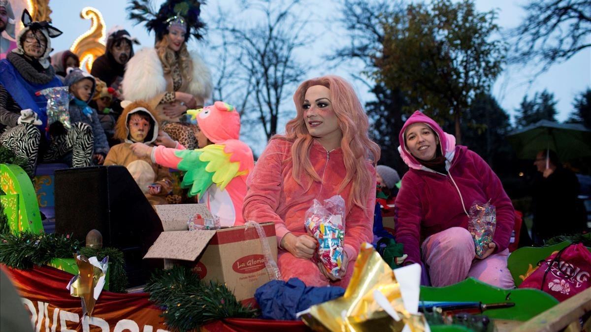 La drag queenLa Prohibida en la carroza del Orgullo Vallekano durante la cabalgata de reyes del pasado viernes.