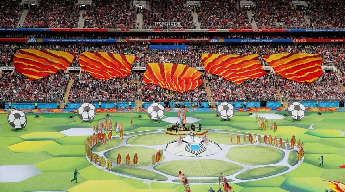 Vista del estadio Luzhniki durante la ceremonia inaugural del Mundial 2018.