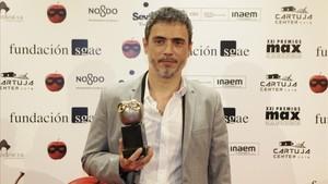 Julio Manrique, con el Max a la mejor dirección.