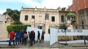 Els propietaris de les casetes d'Encarnació diuen que el districte els va instar a enderrocar-les