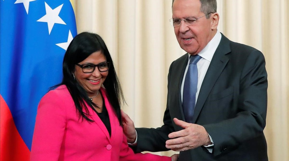 Delcy Rodríguez, vicepresidenta de Venezuela, con el ministro de Exteriores ruso, Sergei Lavrov, en Moscú el 1 de marzo del 2019.