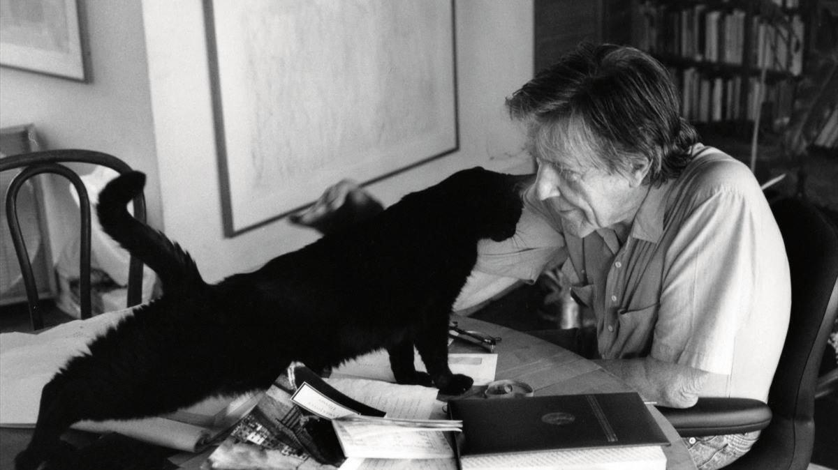 El compositor John Cage.