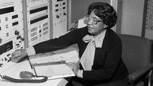 Mary Jackson,una matemática e ingeniera afroamericana, que participóen los cálculos para enviar astronautas de EEUU al espacio.