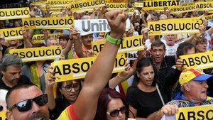 Protesta a las puertas de la sede de Economia con motivo del segundo aniversario del 20-S.