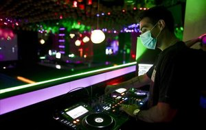 Ambiente en una discoteca de Madrid antes de que el coronavirus obligase a cerrar los locales de ocio nocturno.
